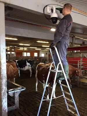 Valvontakameran asennus maatilalle